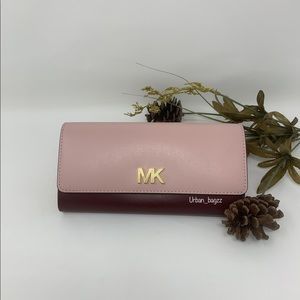 Michael Kors Montgomery Large Carryall Wallet
